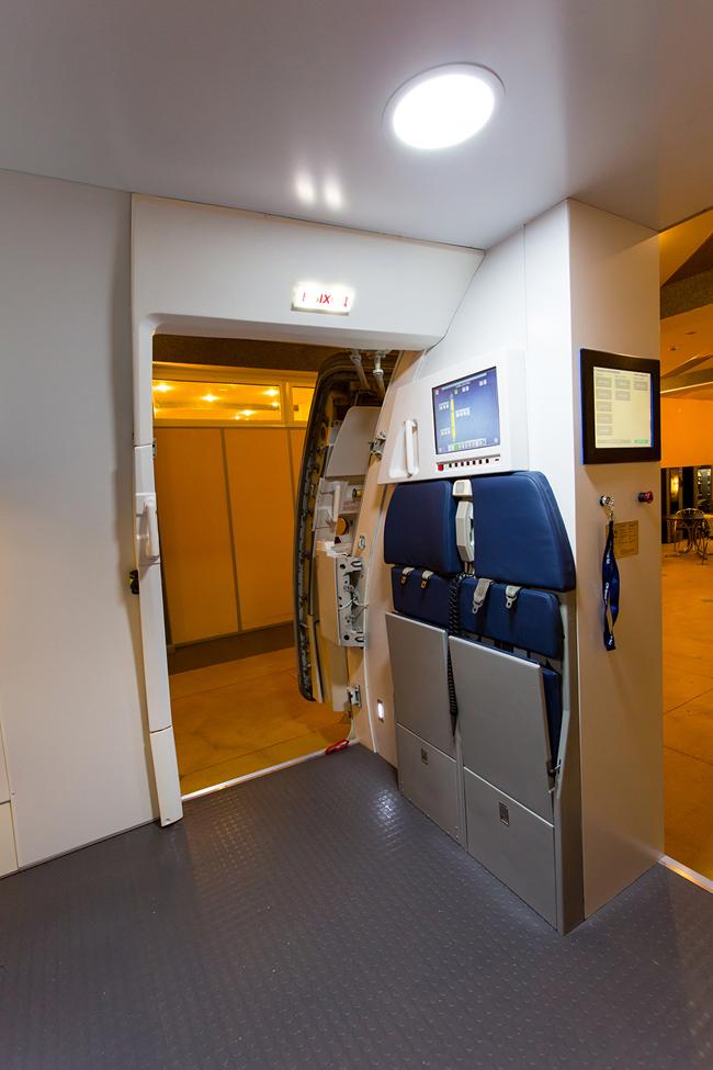 Previous; Next & A320 Door Trainer + OWE - Flight Simulator Trader